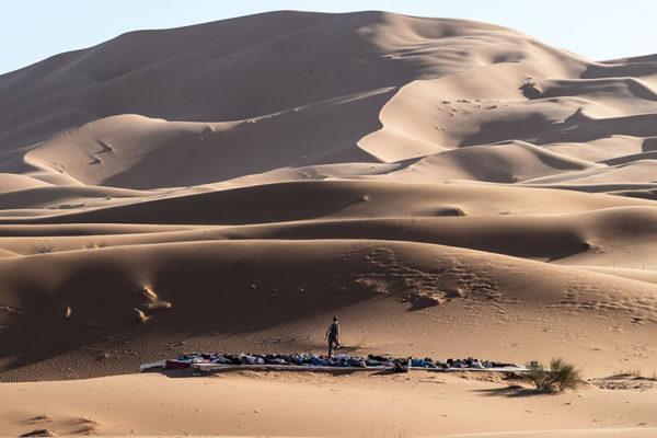yoga-plattform-marokko-wüste